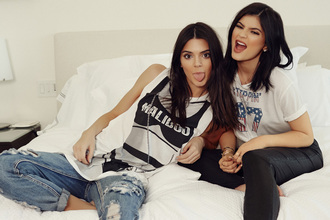 top t-shirt kylie jenner kendall and kylie jenner kendall jenner kendall + kylie label