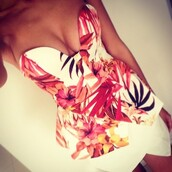 top,floral,white,red,pink,flowers,print,shirt,floral tank top,summer outfits,dress,tank top,t-shirt,bustier,floral dress,sleeveless,sexy,bodycon,summer dress,bodycon dress,sexy dress,orange,bandeau,exotic,peplum top,fashion,blouse