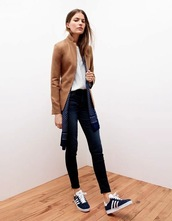 le fashion image,blogger,jacket,scarf,jeans,tailoring,camel,sneakers,fall outfits,shoes