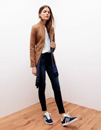le fashion image blogger jacket scarf jeans tailoring camel sneakers fall outfits shoes