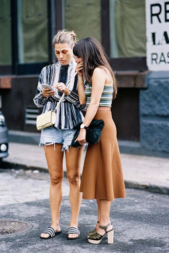 vanessa jackman blogger slide shoes striped shirt streetstyle distressed denim shorts midi skirt rust thick heel chanel bag spring outfits