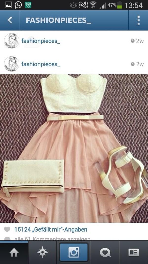 t-shirt white short skirt