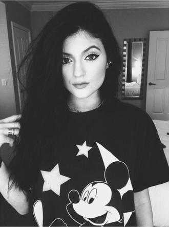 kylie jenner black top graphic tee disney make-up kardashians keeping up with the kardashians
