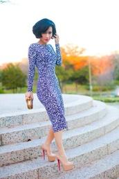 dress,blue print dress,shoes,midi,elegant,bodycon,sleeves,kneelengtth,kneelength,long,sleeve,perfect,homecoming,happy,girl,heels,high neck,long sleeves,bodycon dress,knee length dress