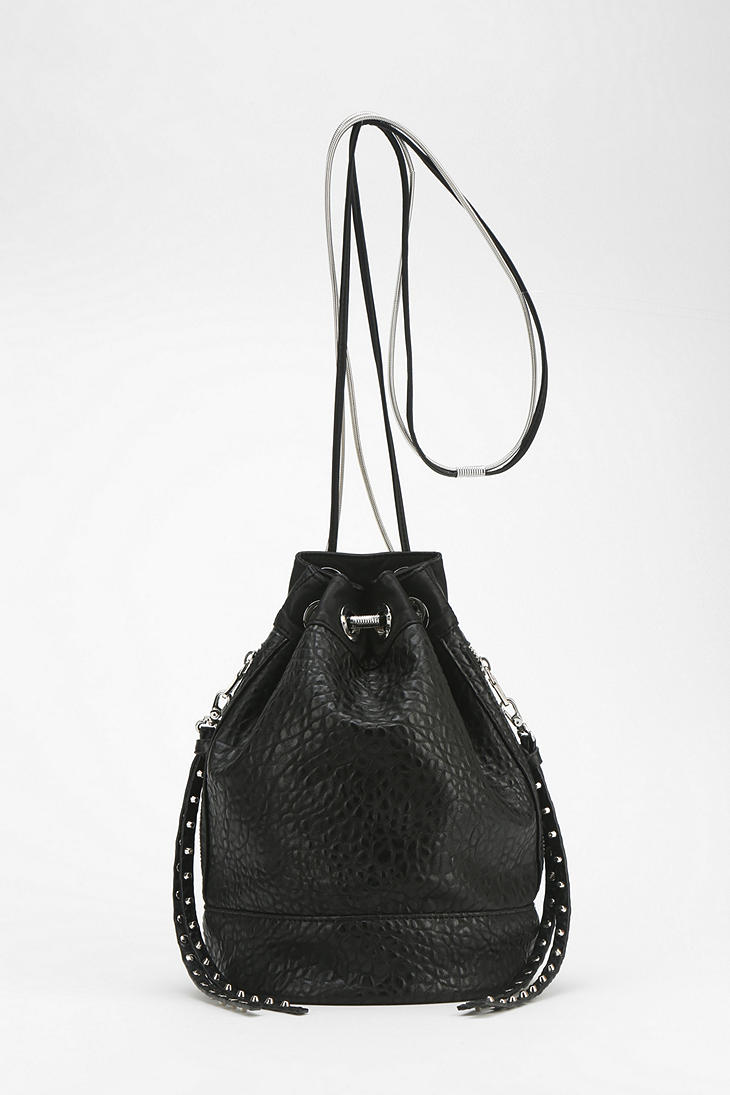 Deena & Ozzy Splinter Chain Bucket Bag - Urban Outfitters