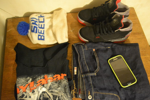black phone tumblr outfit phone cases t-shirt jeans shoes jordan flight blue dress flight