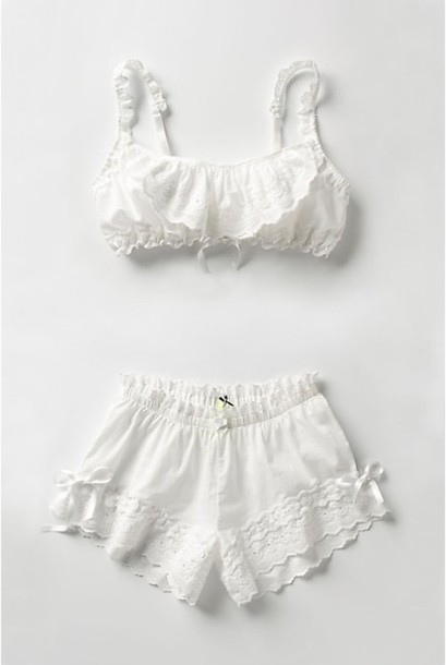 white retro nightwear shirt clothes cute bow crop shorts sleepwear underwear pants white lace vintage lace two-piece blonds nice flowers top bh white dress life with emily lingerie set lingerie blouse summer outfits bra pajamas white top pretty white lingerie hipster bralette shorty
