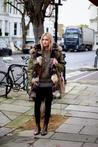 en vogue coop blogger jeans bag parka khaki sweater fur scarf fur scarf