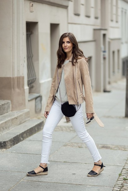 simple et chic blogger shirt blouse tights hat jeans shoes t-shirt jacket