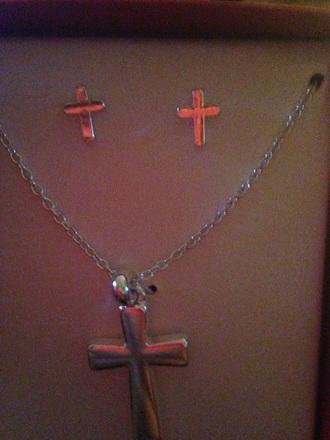 jewels cross hot topic