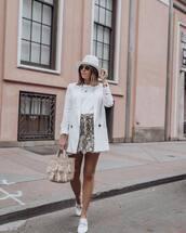 bag,tassel,woven bag,mini skirt,handbag,snake print,white shoes,leather shoes,white t-shirt,blazer,sunglasses
