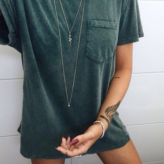 jewels cute style green t-shirt dress shirt forest green faded pockets t-shirt olive green pocket t-shirt necklace women classic