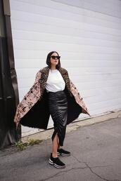 elif filyos,blogger,shoes,coat,skirt,sunglasses,sneakers,leather skirt,fall outfits
