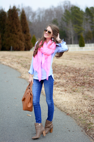 southern curls and pearls blogger scarf skinny jeans brown leather bag blue shirt