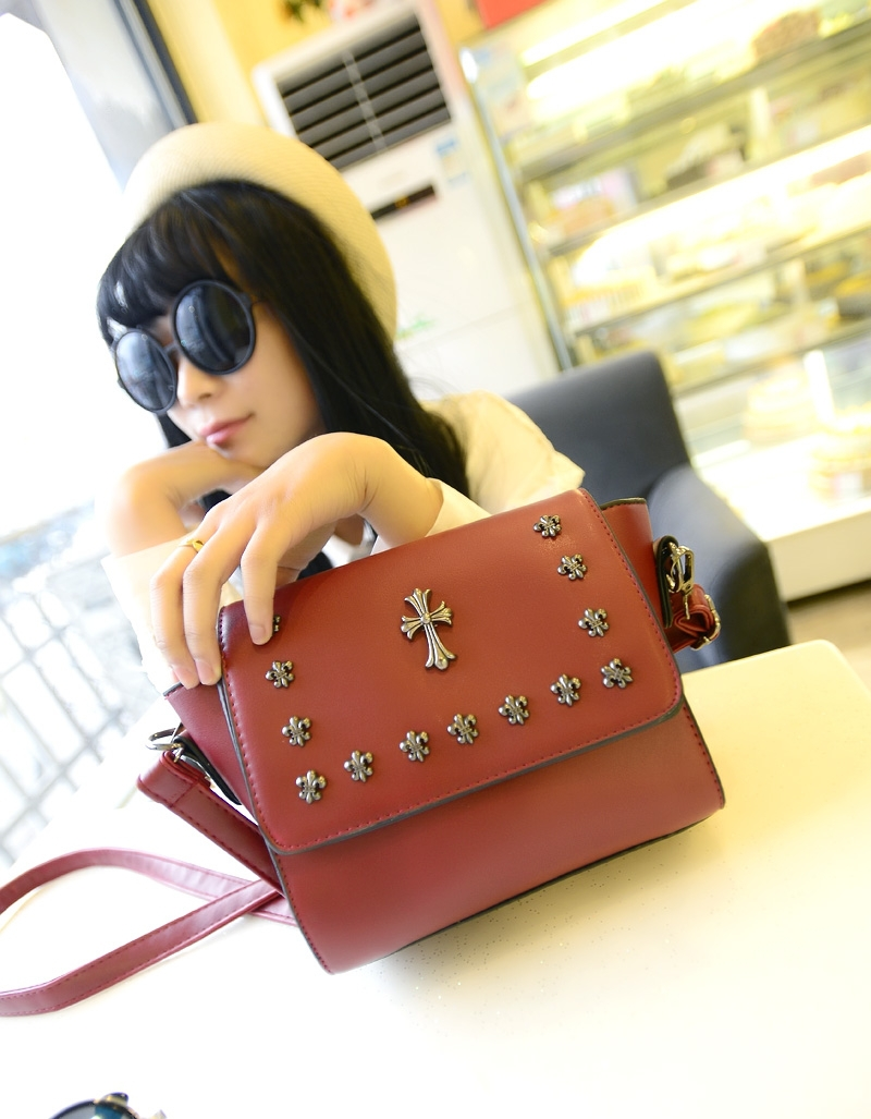 Aliexpress.com : Buy new 2014 women summer messenger bags fashion girls handbags vintage 2 colors black and red retro cross free shipping wholesale from Reliable bag resealer suppliers on Dora Sweet Shop