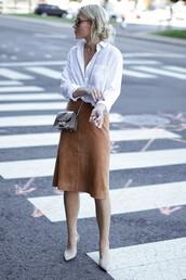 white shirt,suede skirt,mini bag,mini shoulder bag,skirt,camel suede skirt,midi skirt,shirt,streetstyle,furla,khaki bag,bag,pumps,nude pumps