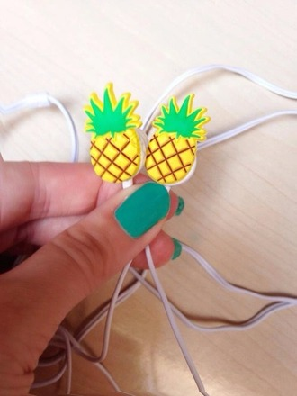 earphones love love is in the air pinneaple pinneapple pinneeapple print summer summer crush summer accessories accessories i want you to know i really need it i really want this please save my life please!!