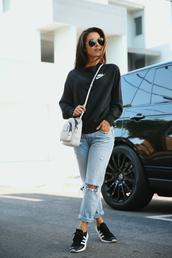 sweater,sportswear,sweatshirt,sneakers,ripped jeans,crossbody bag