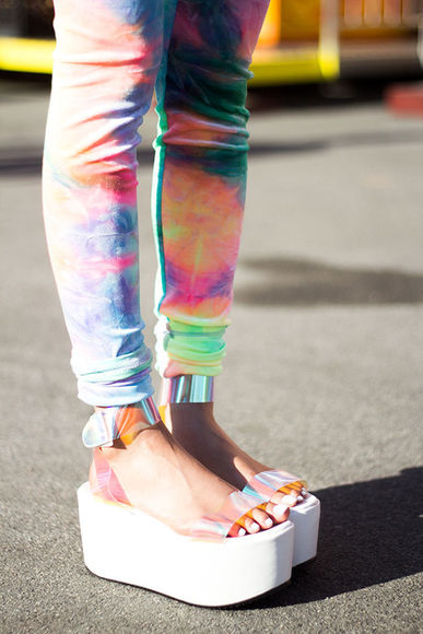 pants clothes girl's clothes tumblr clothes shoes sandals platform straps white summer leggins blue pink colorful tye dye yellow purple neon leggings jeggings skinny leg neon pink