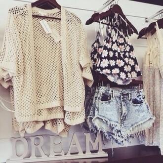 cardigan grosse maille beige short délaver dechirer top debardeur fleurie noir shorts