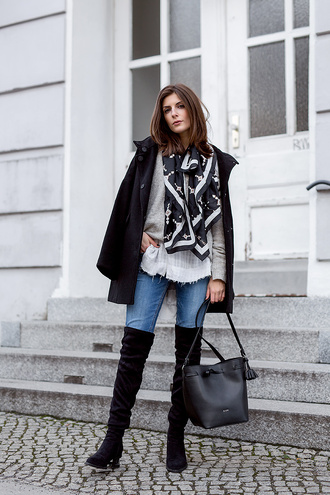 simple et chic blogger coat blouse sweater shoes scarf