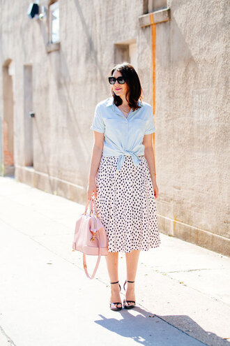kendi everyday blogger blue shirt pink bag midi skirt