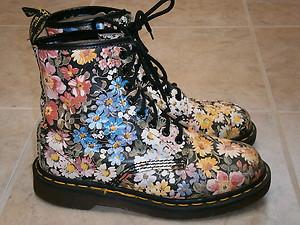 8a83bd1a Vtg Dr Martens Flower Sienna Miller Floral Airwair Ankle Boots UK 5 US 7 to  7 ...