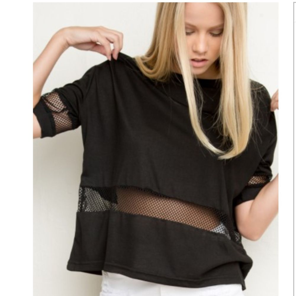BRANDY MELVILLE MESH DETAILED SHORT SLEEVE MANEOLA BLACK ...