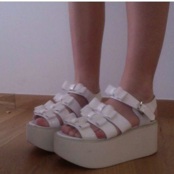 sandals shoes platform sandals style fashion cute shoes cute girly tumblr tumblr girl girl pale grunge pale division pale tumblr instagram white platform shoes likes4likes likes followback grunge shoes 90's shoes 90s style