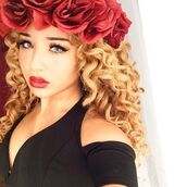 jadah doll,hair accessory,hairstyles,curly hair,blonde hair,flower crown,flowers,black top