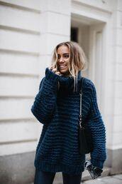sweater,navy blue oversized sweater,black bag,black skinny jeans,blogger