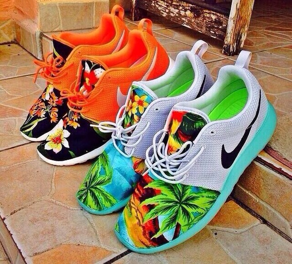 shoes nike nike roshe run tropical womens nike shoes roshe runs nike roshe run running shoes earphones gloves nike running shoes floral hawaiian summer nike tropical twist tr 4 shoes floral  nike shorts roshes roshe runs palm tree print green orange