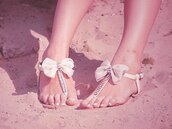 open shoes,lace shoes,bows,beach shoes,shoes,shorts,sandals,summer,sparkle,flip-flops,bow shoes,bow,sandles,gemstone