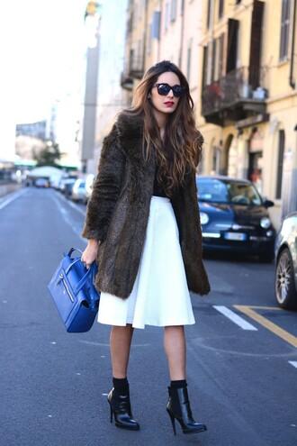stella wants to die blogger fur coat white skirt blue bag
