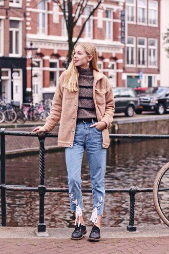 jacket tumblr fuzzy jacket nude jacket sweater knit knitted sweater knitwear denim jeans blue jeans shoes black shoes