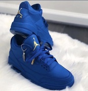 shoes,blue,blue jordans,cute shoes,sneakers,blue and yellow,jordans,blue jays
