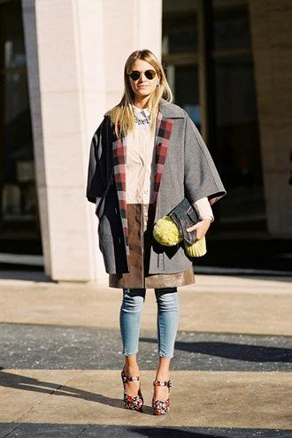 vanessa jackman blogger jeans fall outfits pom pom beanie foral