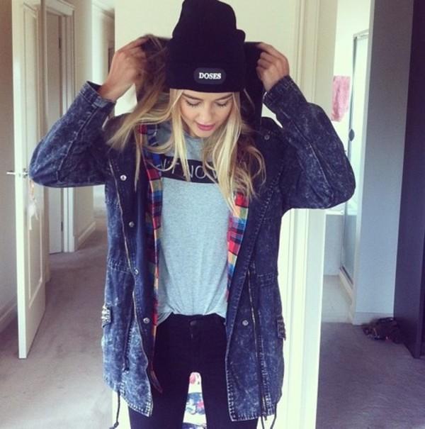 jacket coat vest shirt top tank top t-shirt jeans shorts pants denim shoes sneakers heels scarf beanie blonde hair jewels accesoires