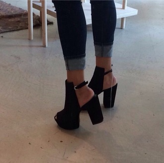 shoes black booties black heels chunky heels open toes