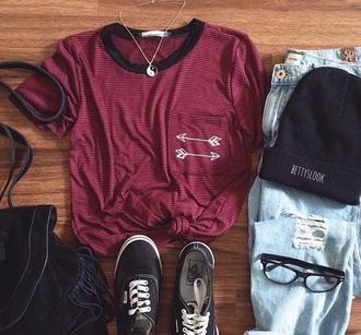 t-shirt arrows burgundy yinyang necklace vans