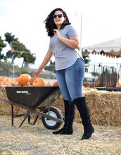 girl with curves,blogger,t-shirt,tank top,jeans,sunglasses,shoes,curvy,plus size jeans,plus size,boots,black boots
