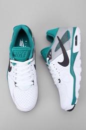 shoes,nike shorts green white snikersr,chaussures,nike,nike shoes,low top sneakers,white sneakers
