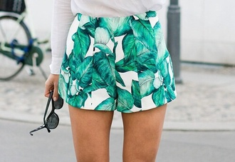 shorts green stars style leaves print girly leaf print white tropical print shorts leaves printed