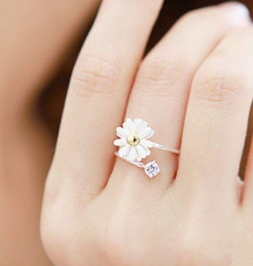 FD307 Fashion Women Girl Princess Queen Ring Classic Daisy Adjustable Ring 1pc | eBay