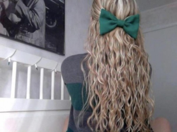 jewels bow color/pattern blue green shirt hair blond summer hair bow