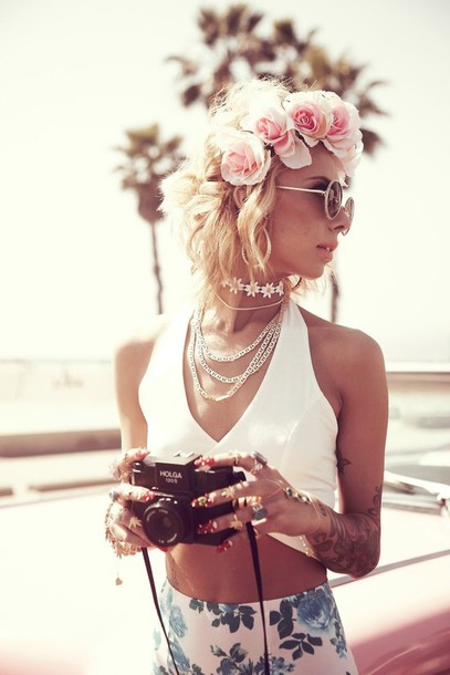shirt killem white low cut top flowers floral skirt flower crown summer cute outfits skirt perls vintage camera lil debbie jewels short