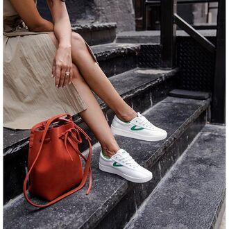 bag tumblr white sneakers low top sneakers orange bucket bag