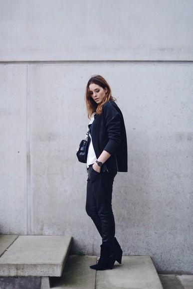 casual black boots blogger bag jacket moderosa