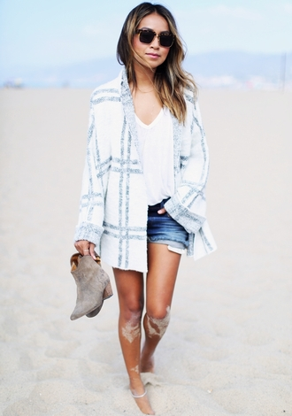 sincerely jules blogger oversized cardigan white t-shirt denim shorts suede boots