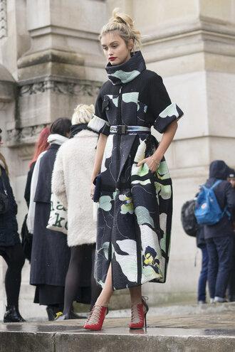 dress coat pumps fashion week 2016 paris fashion week 2016 streetstyle hairstyles make-up spring outfits spring dress